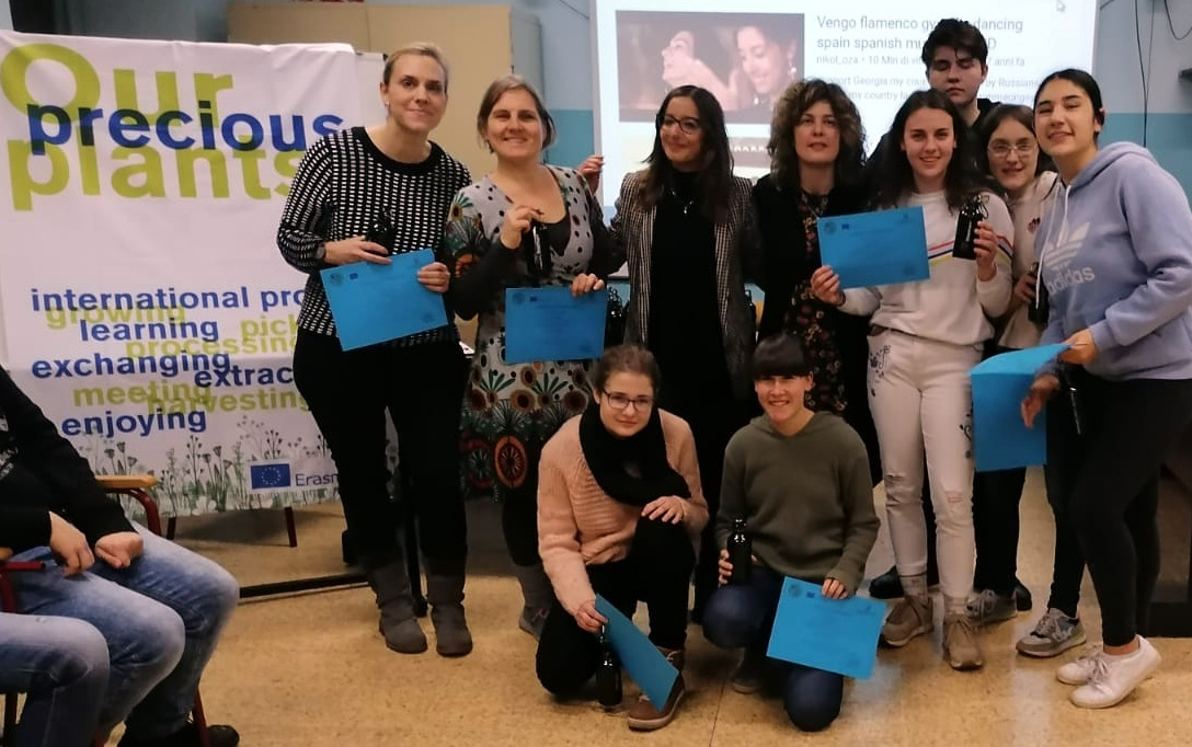 SJ 19 20 Europa AG in Turin getting the certificates